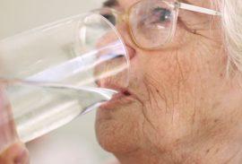 Veure molta aigua actua contra les úlceres per pressió