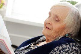 Anciana con trastornos de conducta